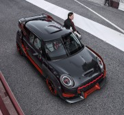 P90275445_highRes_mini-john-cooper-wor
